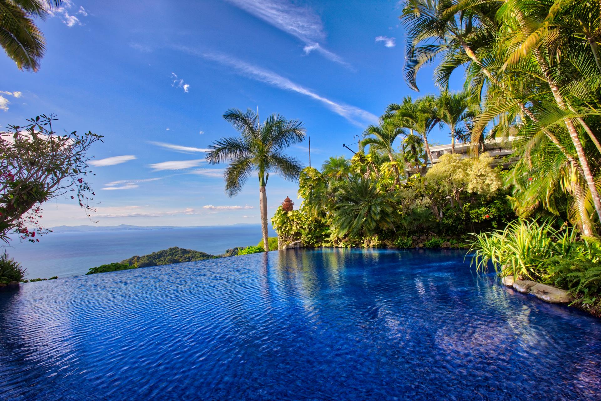 Villa Caletas Amazing infity pool